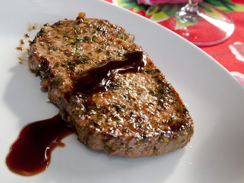 Charmoula steak met granaatappelsaus