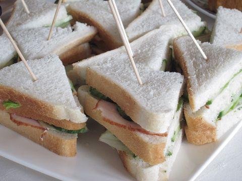 Uitgelezene Mini sandwiches met kip en komkommer   Marionsrecepten.nl OV-22
