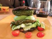 Burger met portobello en avocado